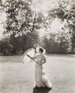 1930 Cecil Beaton's fantastic portrait of the Queen Mother when she was young. via fawnvelveteen tumblr